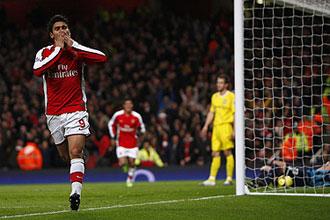 Eduardo Da Silva celebra su primer gol ante el Cardiff, ayer en el Emirates