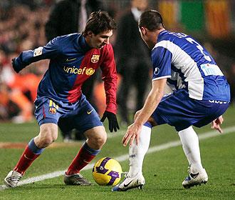 Messi encara a Chica en el partido de vuelta de cuartos de final de la Copa del Rey jugado en el Camp Nou