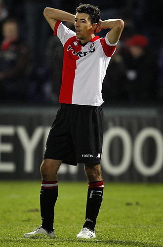 Roy Makaay se lamenta durante un partido del Feyenoord.