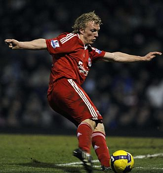 Kuyt, durante un partido con el Liverpool.