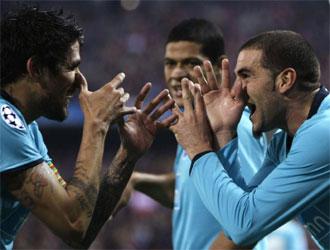 Los jugadores del Oporto celebran uno de los tantos al Atl�tico de Madrid.