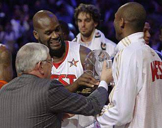 David Stern entrega a Kobe y Shaq el MVP compartido del �ltimo All Star