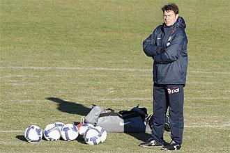 Abel Resino, en un entrenamiento del Atl�tico de Madrid