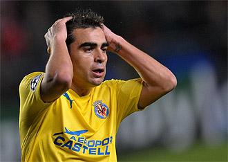 Ibagaza se lamenta durante un partido con el Villarreal.
