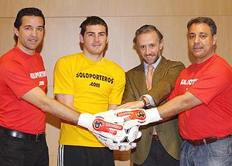 Javier Sánchez Broto, Iker Casillas, Eduardo Inda y Kiko Vegas, en el acto de presentación del evento