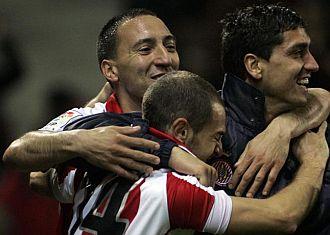 Los jugadores del Girona celebran el gol de Chechu