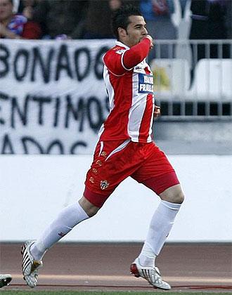 Negredo celebra uno de los sus goles ante el Almer�a