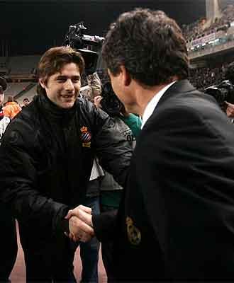 Pochettino saluda a Juande antes del partido