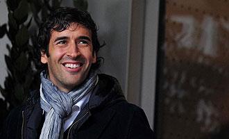 Ra�l Gonz�lez, fotografiado ayer en San Siro, donde presenci� en directo el partido de la Serie A entre el Inter y la Roma.