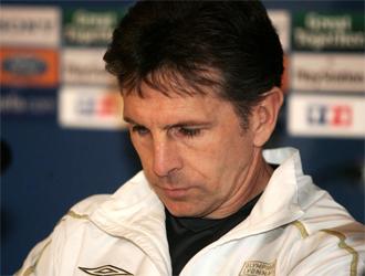 El técnico del Lyon, Claude Puel, en rueda de prensa.