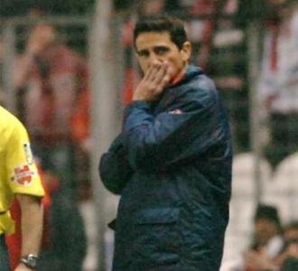 Manolo Jiménez se lamenta durante el partido.