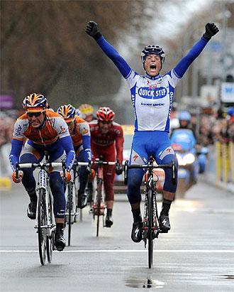 Chavanel celebra la victoria en la Par�s-Niza