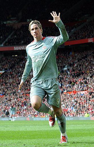 Fernando Torres celebra su gol en Old Trafford.