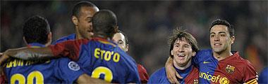 Los jugadores del Barcelona celebran un gol ante el Olympique de Lyon