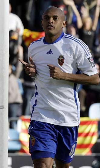 Ewerthon celebra un gol con el Zaragoza