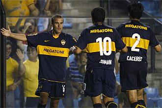 Varios jugadores de Boca Juniors celebran un gol durante un partido de la Copa Santander Libertadores