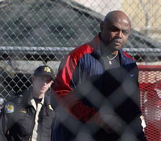 Charles Barkley, en el momento de ingresar en prisi�n