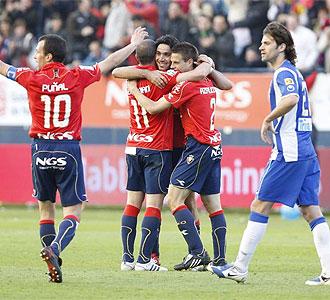 Los jugadores de Osasuna celebra el tanto de Nekounam ante el Espanyol