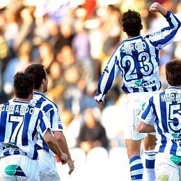 Los jugadores de la Real celebrando el gol de Sergio