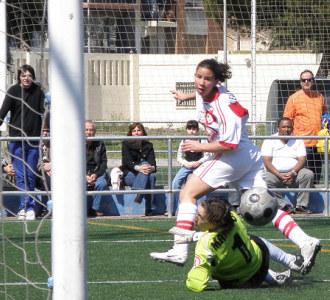 Alexandra bate a Mariajo en el choque entre el Levante y el Rayo de la pasada semana.