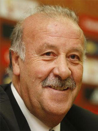 Vicente del Bosque sonriente en la sala de prensa de la Ciudad del F�tbol de Las Rozas