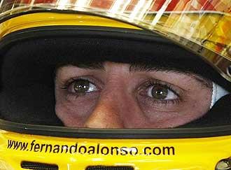 Fernando Alonso, con cara de concentración antes de saltar a la pista.