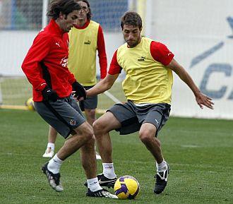 Pires, durante una sesi�n de entrenamiento con el Villarreal