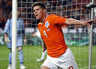 Huntelaar celebra su gol ante Escocia.