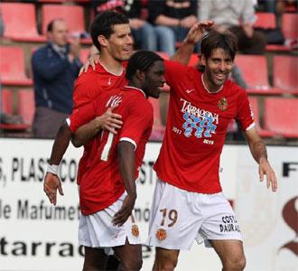 Los jugadores del N�stic celebran uno de los tantos que le endosaron al Levante.