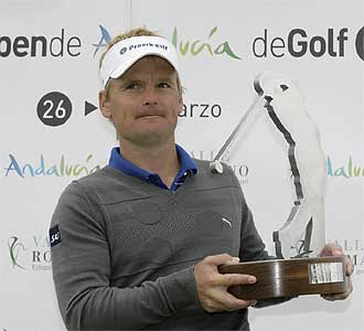 Kjeldsen posa con el trofeo del Abierto de Andalucia