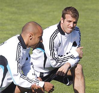 Van der Vaart, en un entrenamiento, junto a Faubert.