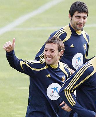 Santi Cazorla y Ra�l Albiol, durante el entrenamiento de la selecci�n.