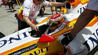 Fernando Alonso, entrando a boxes.