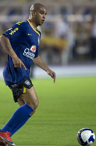 Adriano, en un entrenamiento con Brasil en Porto Alegre.