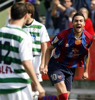 Iborra celebra el primer gol del encuentro