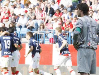 Leo Franco comprueba c�mo disfruta Osasuna tras un gol