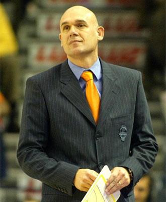 El entrenador del Pamesa durante un partido
