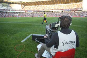Una c�mara de televisi�n en el Valladolid-Barcelona