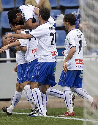 Los jugadores del Tenerife celebran un gol en el Heliodoro Rodr�guez L�pez.