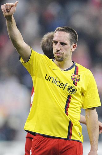 Rib�ry intercambi� su camiseta con la de un jugador blaugrana al t�rmino del partido ante el Barcelona.