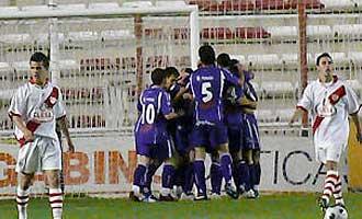 Los jugadores del Real Ja�n celebran uno de los cuatro goles que consiguieron en Vallecas