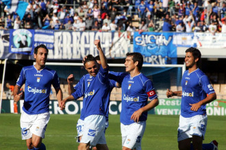 Los jugadores del Xerez celebran un gol ante el H�rcules.