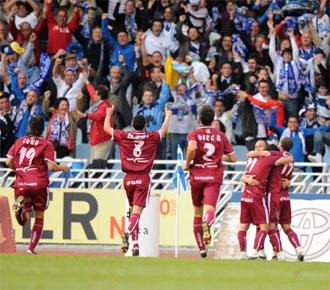Los jugadores del Tenerife celebran uno de los tantos marcados ante la Real Sociedad.
