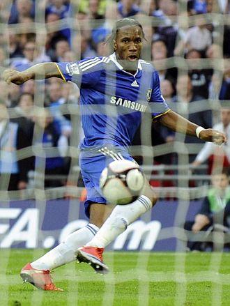 Drogba dio el pase a la final de la FA Cup al Chelsea con este gol en el 84'