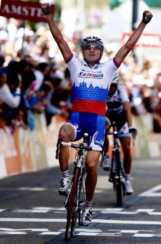 Ivanov celebr� su victoria en l�nea de meta.