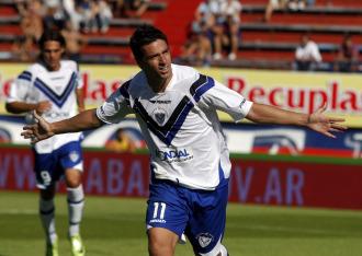 Hern�n L�pez celebra un gol con Velez Sarsfield.