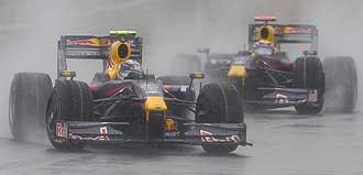 Vettel rueda por delante de Webber en China.