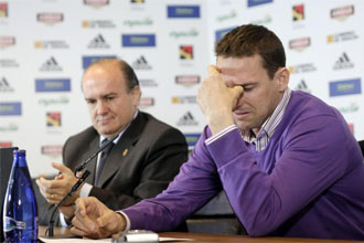 Cuartero se emocionó cuando recibió el aplauso de los asistentes a su última rueda de prensa