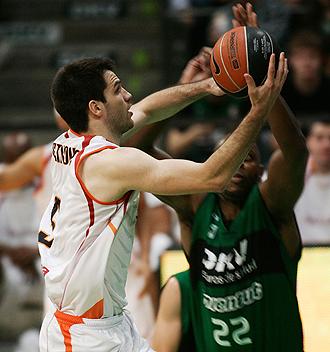 Branko Cvetkovic jugando con Akasvayu