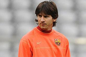 Lionel Messi, con gesto serio, durante un entrenamiento del Barcelona
